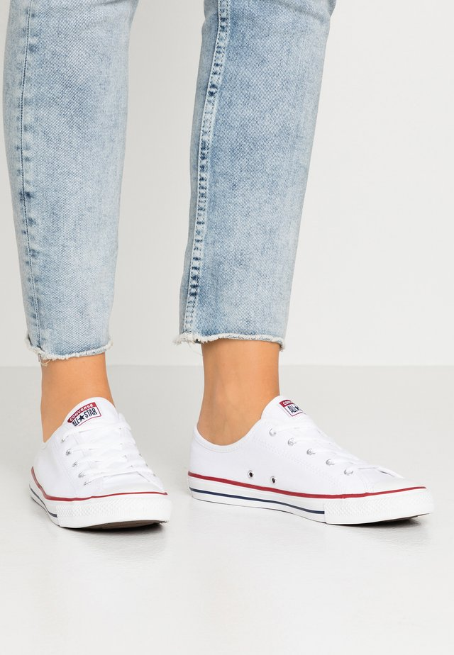 CHUCK TAYLOR ALL STAR DAINTY BASIC - Matalavartiset tennarit - white/black