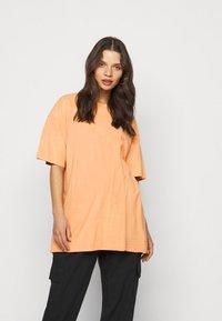 Missguided Petite - WASHED OVERSIZE TEE - T-shirts - orange - 0