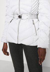 Guess - SARA SHORT JACKET - Down jacket - marble grey - 8
