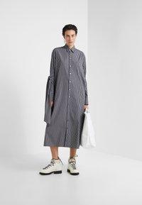 MM6 Maison Margiela - Maxi šaty - black/white - 1