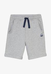 Benetton - BERMUDA - Shorts - grey - 2