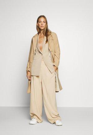 COAT BASIC - Płaszcz wełniany /Płaszcz klasyczny - warm sand melange