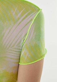 Bershka - SHORT SLEEVE - Print T-shirt - neon green - 4
