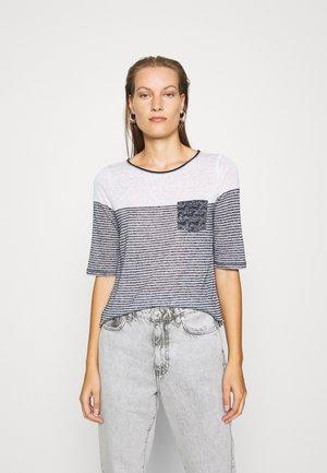 Print T-shirt - placed pri