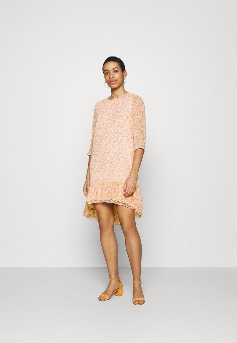 Selected Femme - JEANIE GRACY DRESS - Day dress - opera mauve