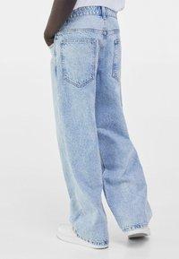 Bershka - Flared Jeans - blue denim - 2