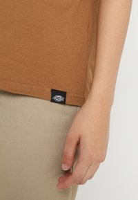 Dickies - STOCKDALE - T-shirts basic - brown duck - 5