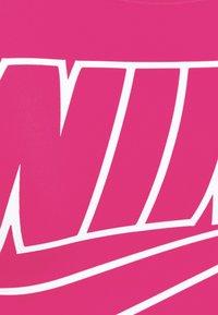 Nike Performance - FUTURA BRA - Sujetadores deportivos con sujeción media - fireberry/white - 2