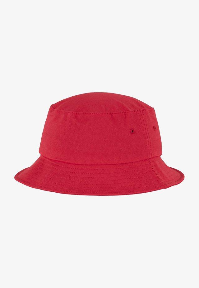 Hattu - red