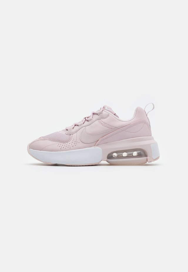 AIR MAX VERONA - Matalavartiset tennarit - barely rose/white/metallic silver