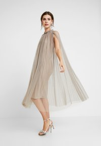 Apart - DRESS WITH BELT - Cocktail dress / Party dress - silver - 2