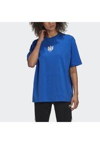 adidas Originals - ADICOLOR 3D TREFOIL T-SHIRT - T-Shirt print - blue - 4