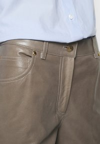 Bally - LEATHER TROUERS - Leather trousers - dove - 3