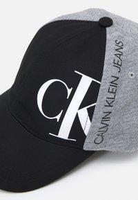 Calvin Klein Jeans - HYBRID LOGO BASEBALL UNISEX - Kšiltovka - ck black - 3