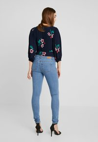 ONLY - ONLCARMEN  - Jeans Skinny Fit - medium blue denim - 2