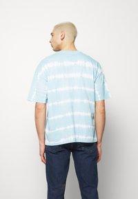 edc by Esprit - OVERBAT - Camiseta estampada - light blue - 2