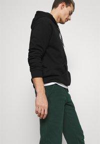 Pier One - Teplákové kalhoty - dark green - 3