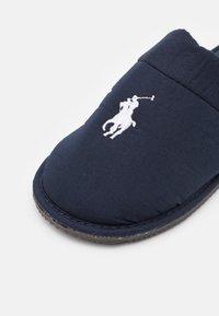 Polo Ralph Lauren - KLARENCE  - Slippers - navy/white - 5