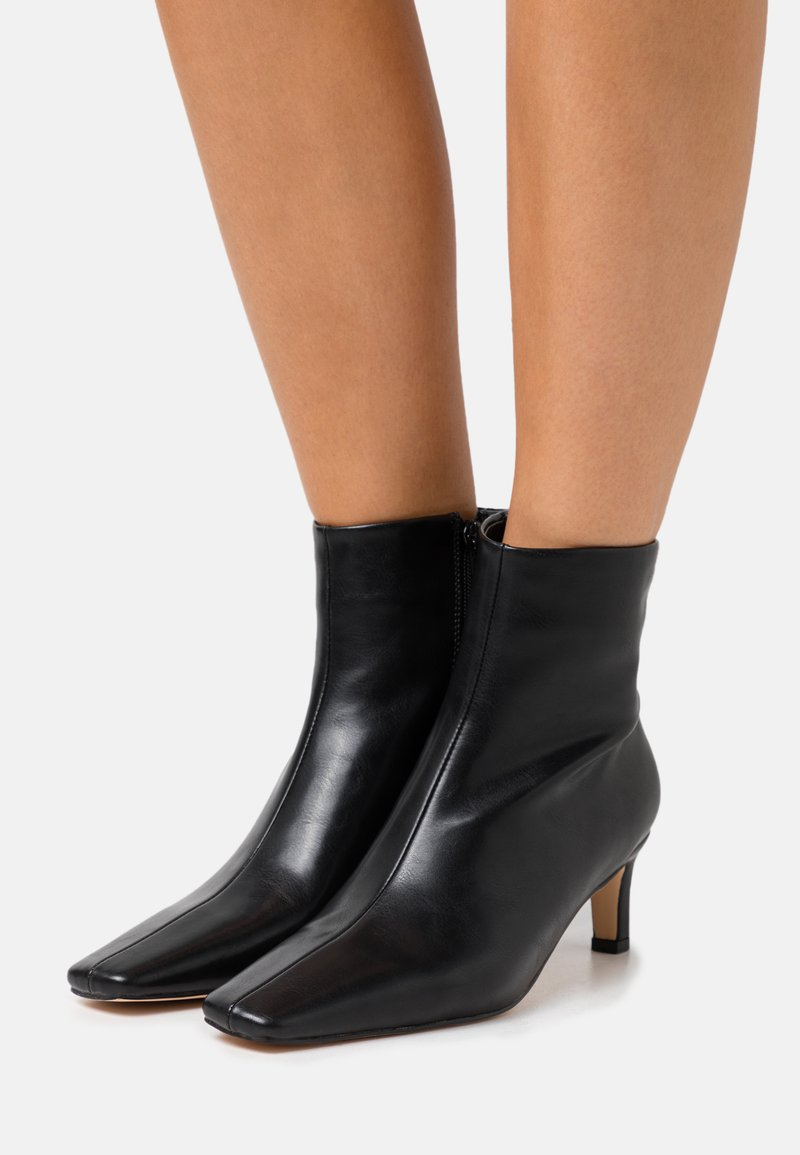 NA-KD - SQUARED LONG TOE BOOTS - Classic ankle boots - black
