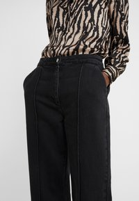 Bruuns Bazaar - ALLESIA MENELLE PANT - Flared Jeans - black - 6
