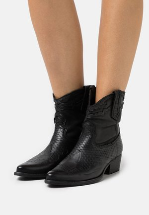 WEST - Cowboy/biker ankle boot - black