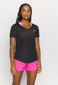 Nike Performance - BREATHE - Print T-shirt - black/silver - 0