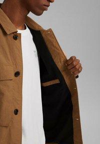 Esprit - SAFARI - Summer jacket - camel - 6