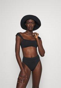 Seafolly - CAP SLEEVE BANDEAU - Bikini top - black - 1