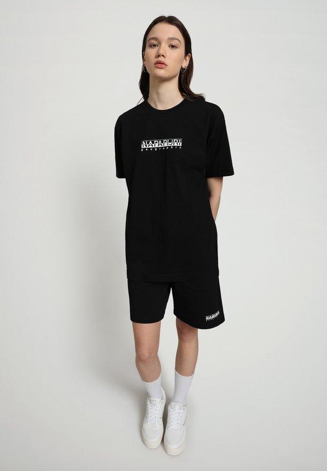 S-BOX   - T-shirt med print - black