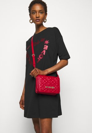 QUILTED SOFT - Across body bag - rosso