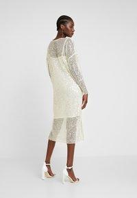 Love Copenhagen - MALY SEQUINS DRESS - Sukienka koktajlowa - champagn metallic - 3