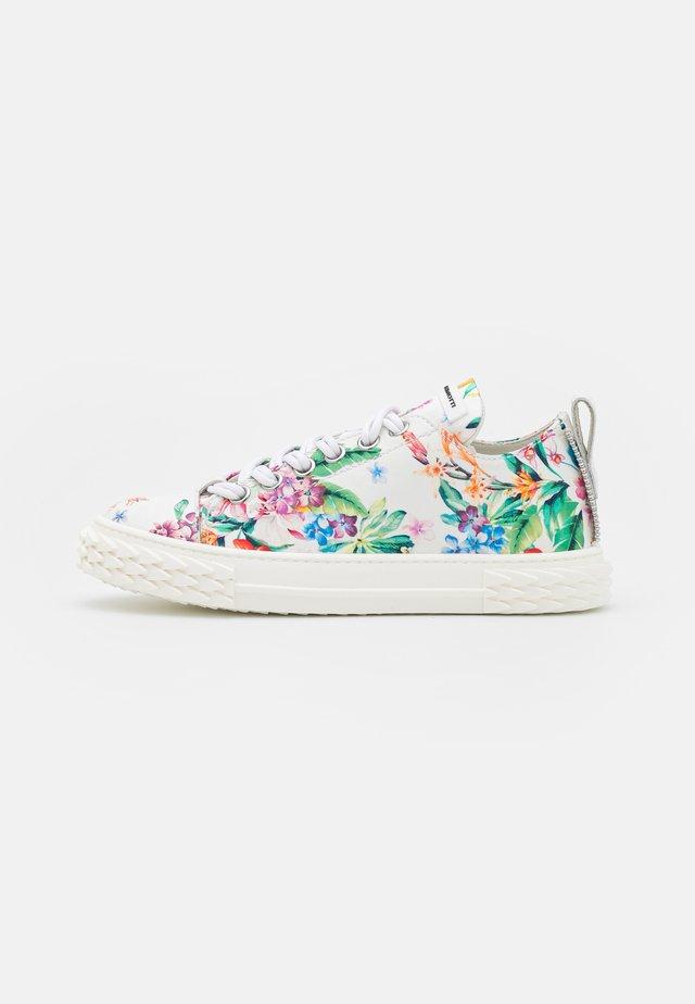 BLABBER - Sneakers laag - bianco/multicolor