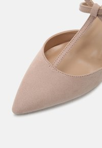 Dorothy Perkins Wide Fit - WIDE FIT DAINTY COURT - Escarpins - nude - 5