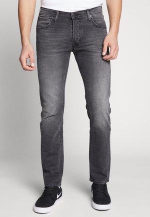 DAREN BUTTON FLY - Jeans straight leg - moto worn in