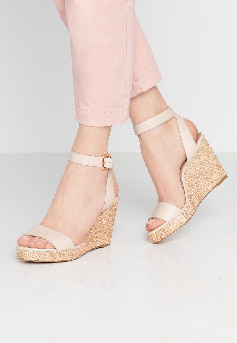 ALDO - UNALIVIEL - Højhælede sandaletter / Højhælede sandaler - bone
