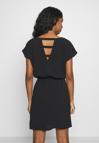 Vero Moda - VMSASHA BALI SHORT DRESS NOOS - Freizeitkleid - black - 3