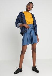 KIOMI - Basic T-shirt - golden yellow - 1