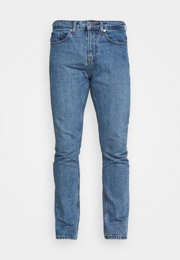 CLASSIC ORGANIC DAD - Jeans slim fit - light wash