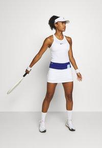 Lacoste Sport - TENNIS SKIRT - Sportovní sukně - cosmic/white/greenfinch - 1