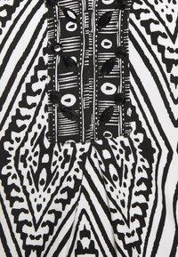 Esqualo - DRESS IKAT PRINT - Sukienka etui - black - 2