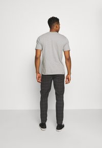 Redefined Rebel - KING PANTS - Kalhoty - dover check - 2