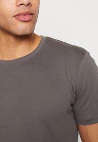 Esprit - 2 PACK - Basic T-shirt - dark grey - 4