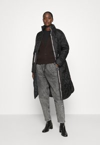 Hunter ORIGINAL - WOMENS REFINED LONG QUILTED COAT - Zimní kabát - black - 1