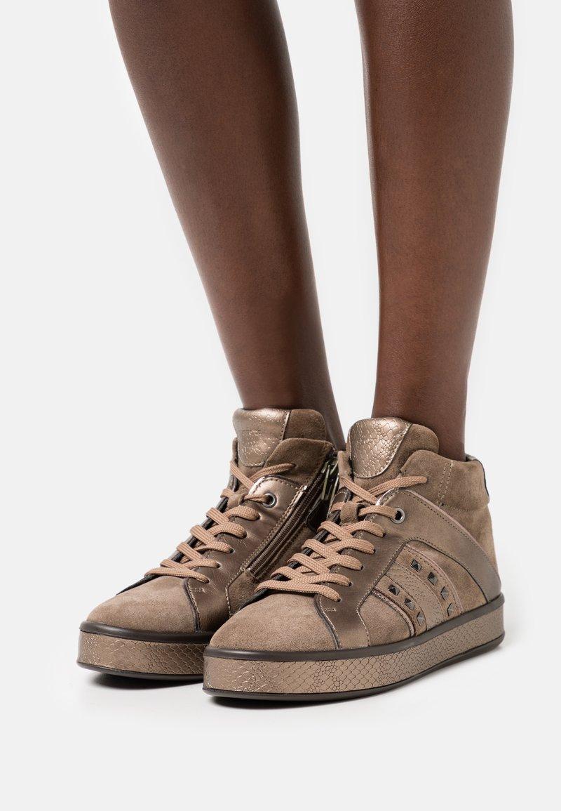 Geox - LEELU - Sneakers hoog - dark beige