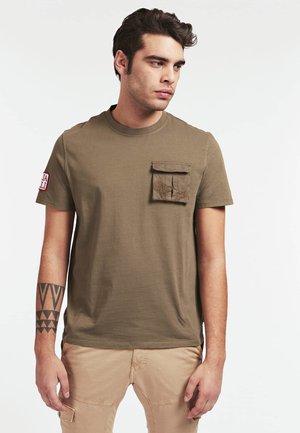 T-SHIRT TASCA FRONTALE - Camiseta estampada - verde