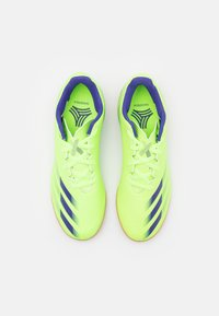 adidas Performance - X GHOSTED.4 FOOTBALL SHOES INDOOR UNISEX - Indoor football boots - signal green/energy ink - 3