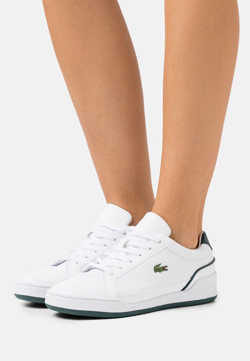 Lacoste - CHALLENGE - Trainers - white/dark green