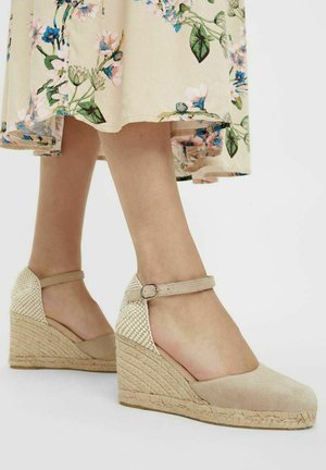 BIADEMI - Sandały na koturnie - sand
