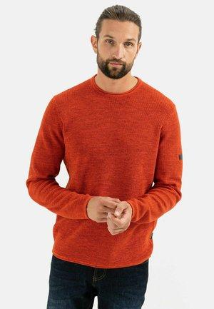 MIT RUNDHALSAUSSCHNITT - Jumper - orange red
