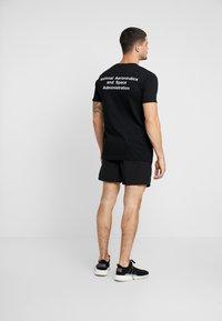 Mister Tee - NASA WORM LOGO SWIM - Shorts - black - 2